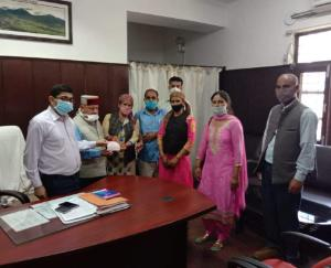 महिला मंडल चेखवा ने सी.एम राहत कोष मे दिया अंशदान