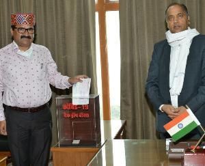 मनाली क्षेत्र के लोगों द्वारा कोविड-19 फंड में 3,60,000 रुपये का अंशदान