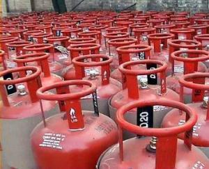 बिना गैस कनैक्शन के हिमाचली परिवारों को वितरित किए जाएंगे गैस कनैक्शन