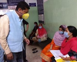 विधायक राकेश पठानिया ने नुरपुर अस्प्ताल में कोरोना टेस्ट मशीन की भेंट