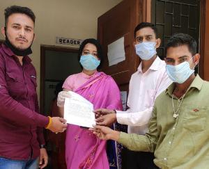 सुजानपुर युवा कांग्रेस ने SDM के माध्यम से राज्यपाल को सौंपा ज्ञापन