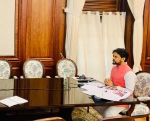 केंद्रीय मंत्री अनुराग ठाकुर ने की विभिन्न योजनाओं की प्रगति की समीक्षा