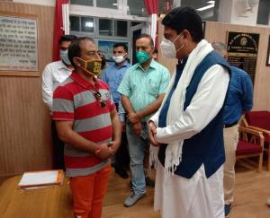 घायल डिप्टी रेंजर की सरकार करेगी हर संभव मदद : राकेश पठानिया