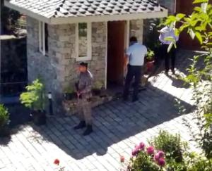y-category-security-arrives-at-kangans-house-in-manali