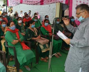 mobile-phones-distributed-to-asha-workers