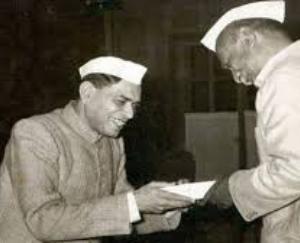 ramdhari-singh-dinkar-the-best-poet-of-the-era