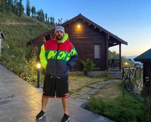 rapper-badshah-in-manali-shares-pictures