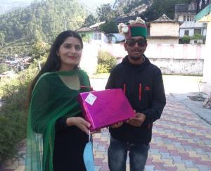 anu-chauhan-released-a-pahadi-song