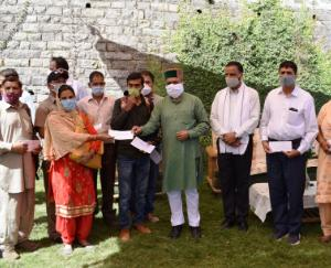 checks-distributed-to-the-beneficiaries-of-MLA-voluntary-fund