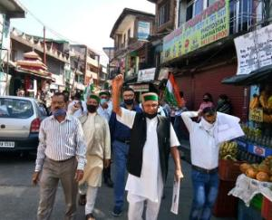 Baijnath-Congress-came-out-on-the-streets-to-protest