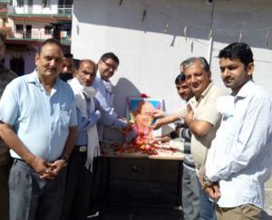 panchayat-congress-darla-paid-tribute-to-gandhi-and-lal-bahadur-shastri