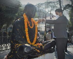 DC-chamba-pays-tribute-to-mahatma-gandhi