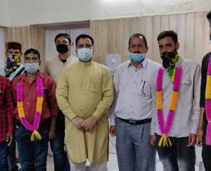 four-people-leave-congress-to-join-bjp-in-sundernagar