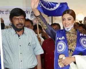 actress-payal-ghosh-joins-rpi