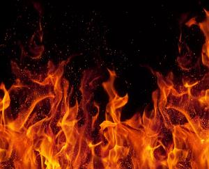 fire-breaks-out-at-a-three-storey-building-in-kullu