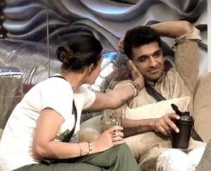 bigg-boss-pavitra-and-ijaz-bonding-jhon-nikki-rahul-in-love-triangle