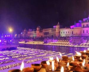Ayodhya-adorned-with-5-lakh-51-thousand-diyas