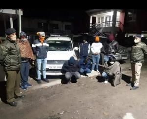 हुड़दंग मचा रहे थे युवक, पुलिस ने किया गिरफ्तार