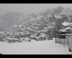 snowfall-starts-in-shimla-tourists-shimla-tourism