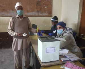 polling-for-Panchayati-Raj-institutions-in-Kandaghat-development-block