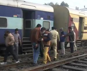 A-major-railway-accident-averted-in-Lucknow