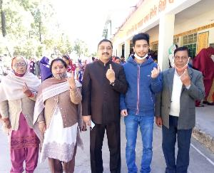 BJP state president Suresh Kashyap also cast vote with family