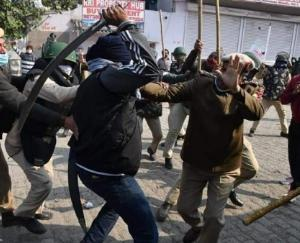 farmers-protest-singhu-border-lathicharge-by-police-2-police-officer-injured