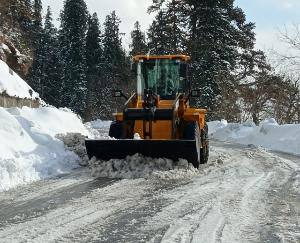 बीआरओ ने सड़क से बर्फ हटाने का पूरा किया कार्य