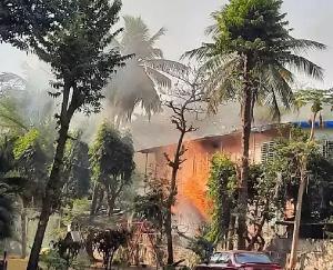 Heavy-fire-in-cylinder-warehouse-in-Versova-area-of-Mumbai