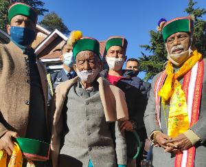 Governor Bandaru Dattatreya meets first voter of independent India