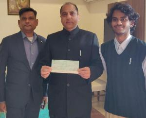 Shaan Phulzele presented a check of Rs 1.71 lakh to the Chief Minister