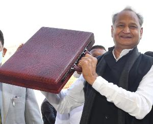 Rajasthan government presented budget, 50 thousand farmers will get solar power connection