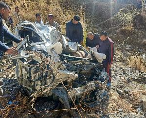 Painful road accident occurred in district mandi, car fell into a ditch