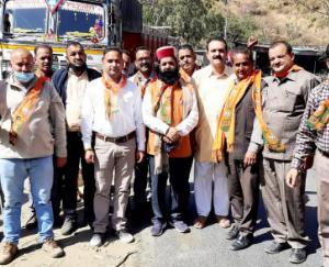 भराड़ीघाट में  भाजपा अर्की मंडल ने मुकेश अग्निहोत्री का पुतला फूंका