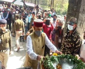 The mortal remains of MP Ram Swaroop Sharma reached Jalpahar, his native place, a wave of mourning in Joginder Nagar