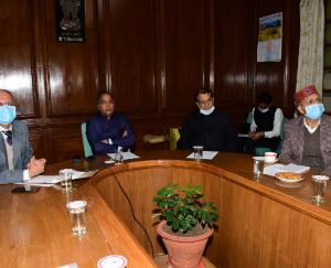 Chief Minister Jairam Thakur discusses the status of covid-19 with Deputy Commissioner, Superintendents of Police and Chief Medical Officers