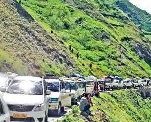 Kullu-Manali National Highway remained closed for hours due to landslide