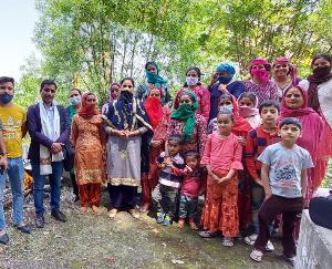 दाड़लाघाट में जल जीवन मिशन के अंतर्गत जल स्रोतों की साफ सफाई का अभियान चलाया गया।