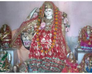 माँ के इस अनोखे मंदिर में ज़मीन पर सोने से महिलाएं हो जाती है गर्भवती