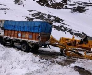 manali-leh-road-closed-16-april-2021